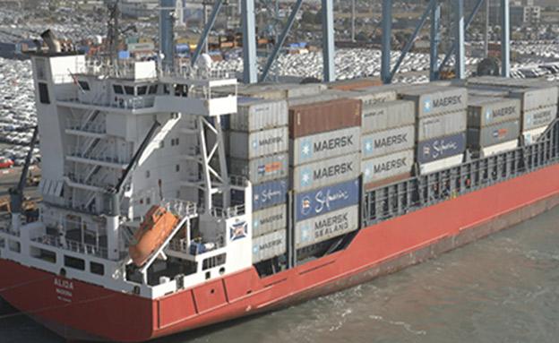 החבילות שהזמנתם - בתוך מכולות הענק בנמל (צילום: חדשות 2)