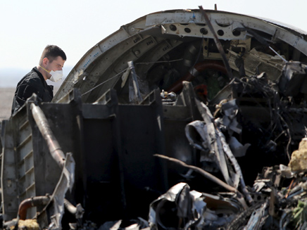 חלקי המטוס הרוסי שהתרסק בסיני (צילום: רויטרס)