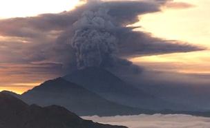 התפרצות הר הגעש ששיבשה את הטיסות (צילום: eyes of a nomad)