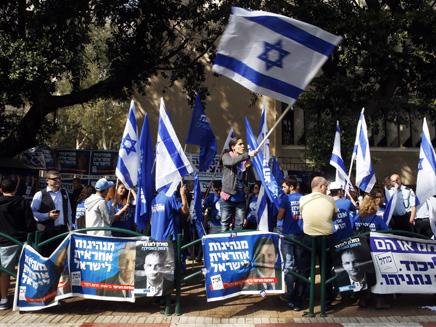 פעילי ליכוד ביום הבחירות, ארכיון (צילום: רויטרס)