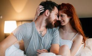 זוג מאוהב במיטה (צילום: By Dafna A.meron)