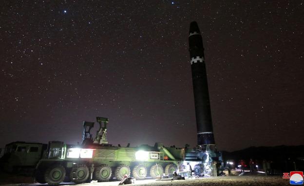 הכנות לשיגור הטיל כפי שתועדו בצ' קוריאה (צילום: Sky News)