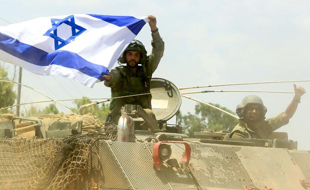 חייל עם דגל ישראל, ארכיון (צילום: אדי ישראל, חדשות 2)
