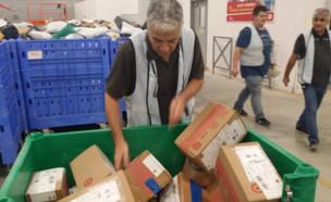 """חבילות מחו""""ל במרכז מיון של דואר ישראל, השבוע (צילום: TheMarker)"""