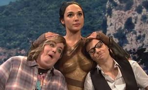 גל גדות, קייט מקינון, SNL (צילום: צילום מסך)