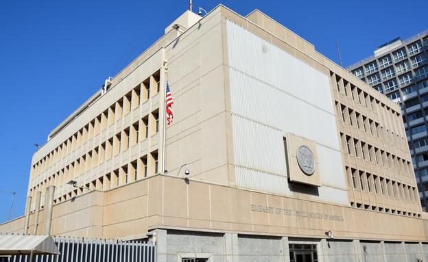 שגרירות ארצות הברית בתל אביב (צילום: By Dafna A.meron, shutterstock)