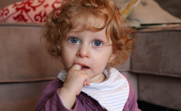 תינוקת מנוזלת (צילום: יובל מירון)