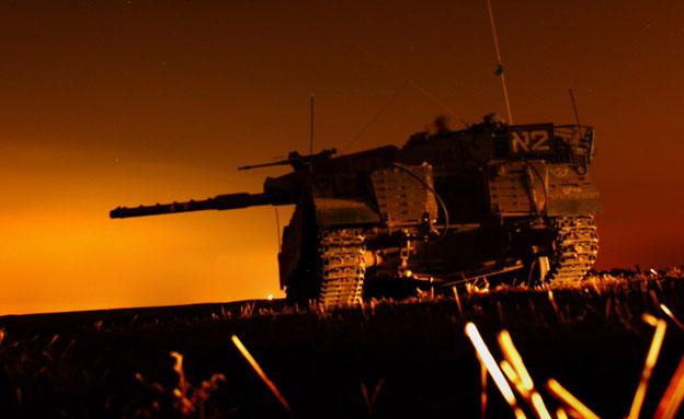 """טנק צה""""ל על גבול הרצועה, ארכיון (צילום: רויטרס)"""