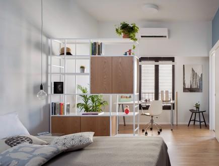 חדר השינה וחדר העבודה בחלל משותף