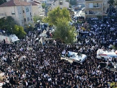 מאות אלפים בלווית הרב עובדיה (צילום: כיכר השבת)