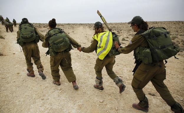 """בנות, חיילות, צה""""ל, צבא, לוחמות, גיוס (צילום: רויטרס)"""