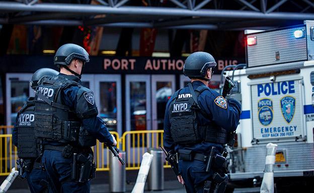 שוטרים בזירת הפיגוע בניו יורק (צילום: רויטרס)