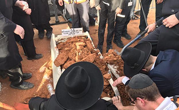 הלוויית הרב שטיינמן בבני ברק (צילום: החדשות)