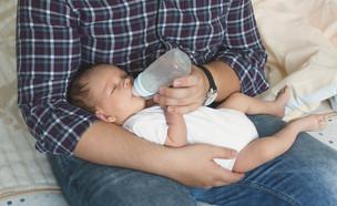 אבא ותינוק (צילום: By Dafna A.meron, shutterstock)