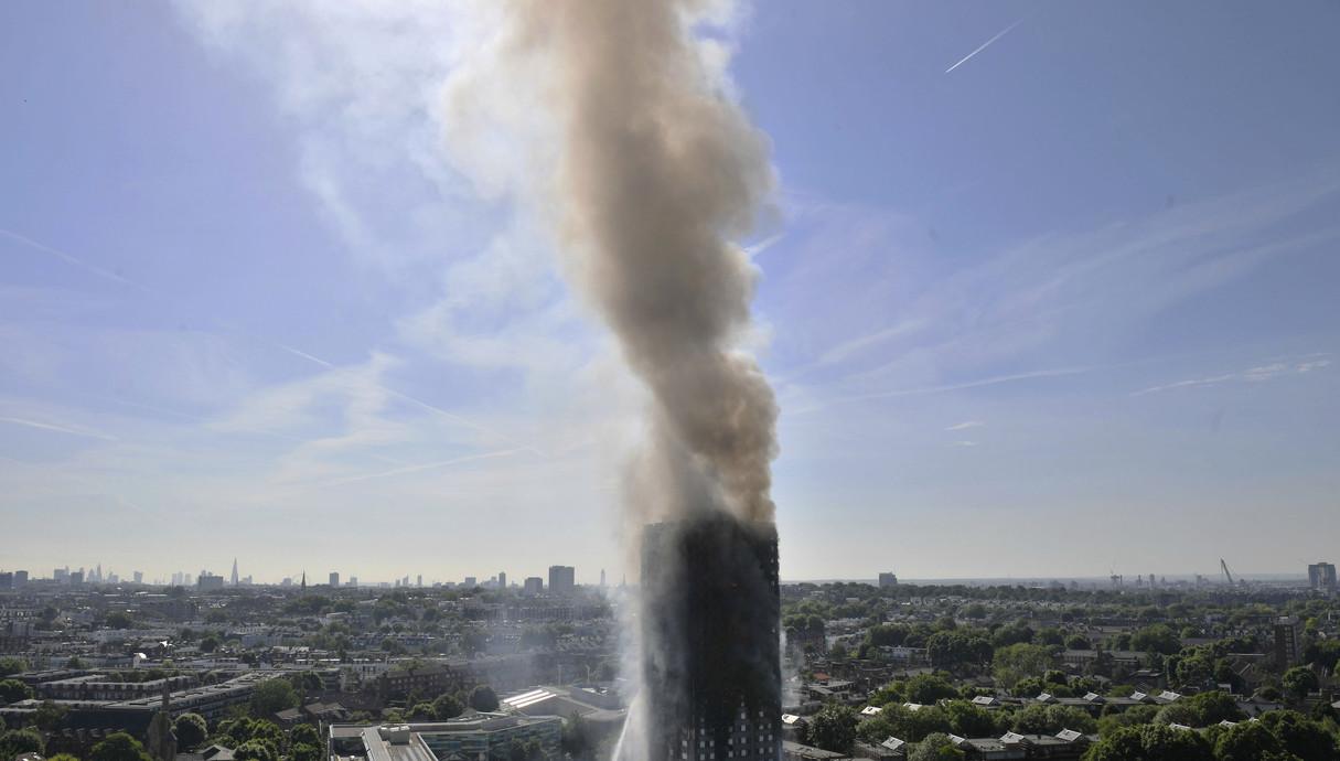 שריפת בניין מגורים בלונדון