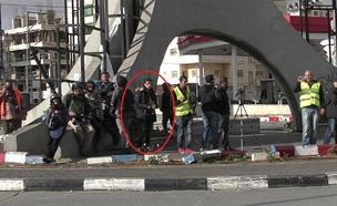 המחבל הסתתר בין העיתונאים - ואז התנפל ודקר (צילום: דוברות המשטרה)
