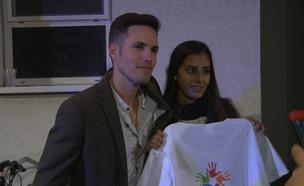 מרגש: ינאי פרישר גוטמן בהדלקת נרות של הנוער הגאה (צילום: מתוך ערב טוב עם גיא פינס, שידורי קשת)