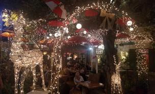 בית קפה בשדרות בן גוריון (צילום: נגה משל)