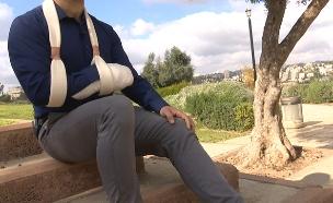 הרופא משחזר את התקרית לחדשות 2. צפו (צילום: החדשות)
