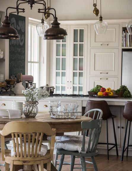 עינב גלילי, בשיפוץ, שולחן ומטבח ג (צילום: גלעד רדט)