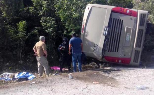 אוטובוס התהפך: לפחות 12 תיירים נהרגו בהתהפכות אוטובוס