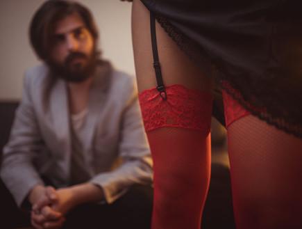 גבר עם נערת ליווי (צילום: kateafter   Shutterstock.com )