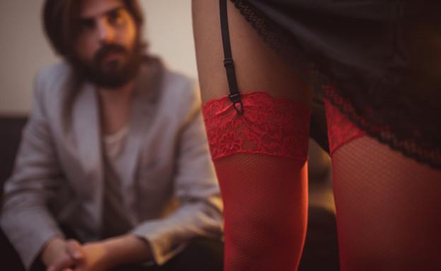 גבר עם נערת ליווי (צילום: kateafter | Shutterstock.com )