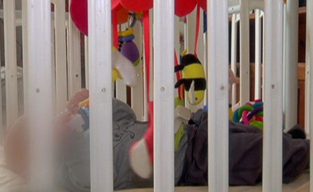 תינוק במיטה (צילום: חדשות 2)