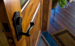 דלת פתוחה (צילום: istockphoto)