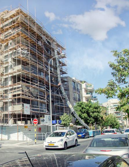 """בניין שעובר שיפוץ במסגרת תמ""""א 38 בראשון לציון (צילום: By Dafna A.meron, shutterstock)"""