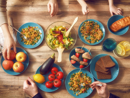 שולחן ארוחת ערב (צילום: shutterstock)