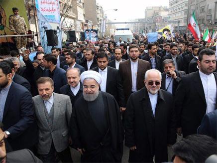 המשטר משיב במפגני תמיכה נגד המוחים