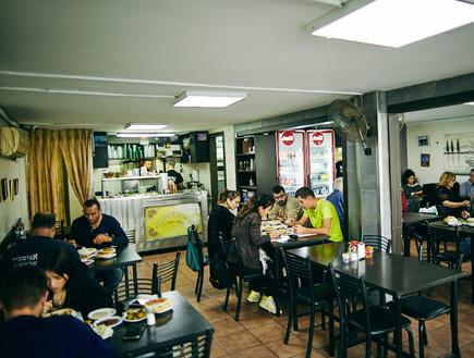 חומוס עיסא מסעדה