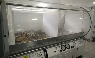 טיפול בתא לחץ (צילום: דוברות נמל אשדוד)