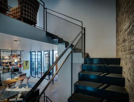 צבי גרש, מדרגות