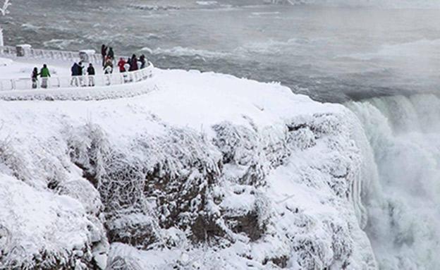 """יותר מ-30 ס""""מ שלג (צילום: CNN)"""