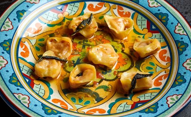 רביולי עגבניות ברוטב חמאה ומרווה (צילום: אמיר מנחם, אוכל טוב)
