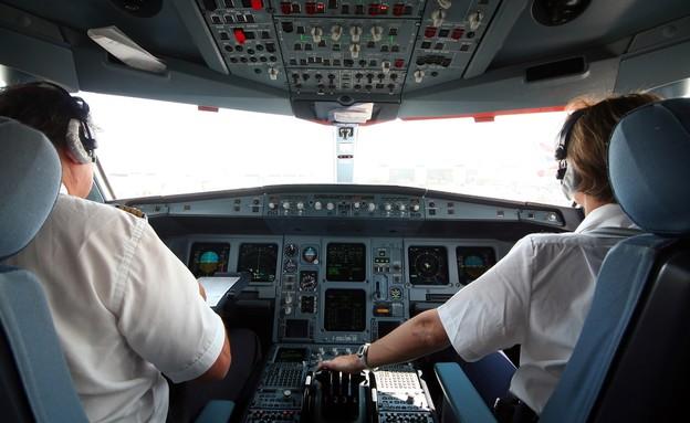טייס וטייסת (צילום: Xavier MARCHANT, shutterstock)