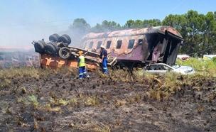 התהפכות רכבת בדרום אפריקה (צילום: SKY NEWS)