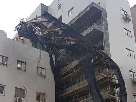 פיגומים שקרסו כתוצאה מהסופה