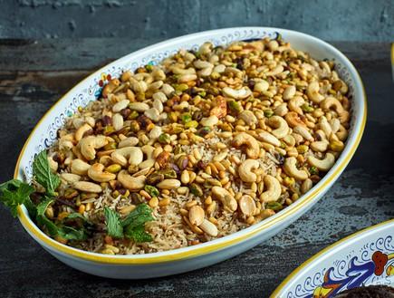 אורז מתובל עם שקדים ואגוזים