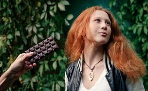 ילד אוכל שוקולד (צילום: kateafter | Shutterstock.com )