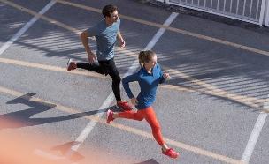 גבר ואישה רצים (יח``צ: adidas)