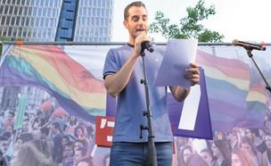 נדב בורנשטיין בעצרת הגאווה (צילום: גלית סבג)