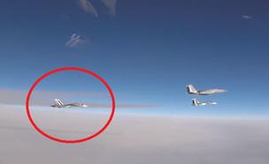 """ארה""""ב יירטה מטוס קרב רוסי  (צילום: צילום מסך youtube  Gung Ho Vids)"""