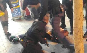 מעצר החשוד בדקירה בבאר שבע (צילום: שי אלבז)