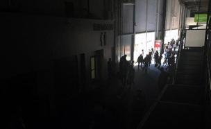 תיעוד מרגעי האפלה בתערוכה (צילום: cnn)