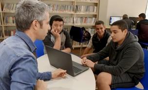 דרור גלוברמן בבית הספר ליאו בק בחיפה (צילום: next)