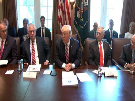 """נשיא ארה""""ב בישיבת קבינט, ארכיון (צילום: חדשות 2)"""