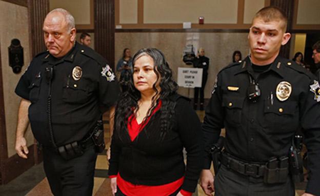 חואניטה גונזלס בבית המשפט (צילום: AP)